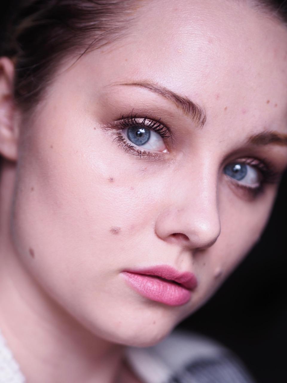 Tavallinen meikki ja tyhjä pää